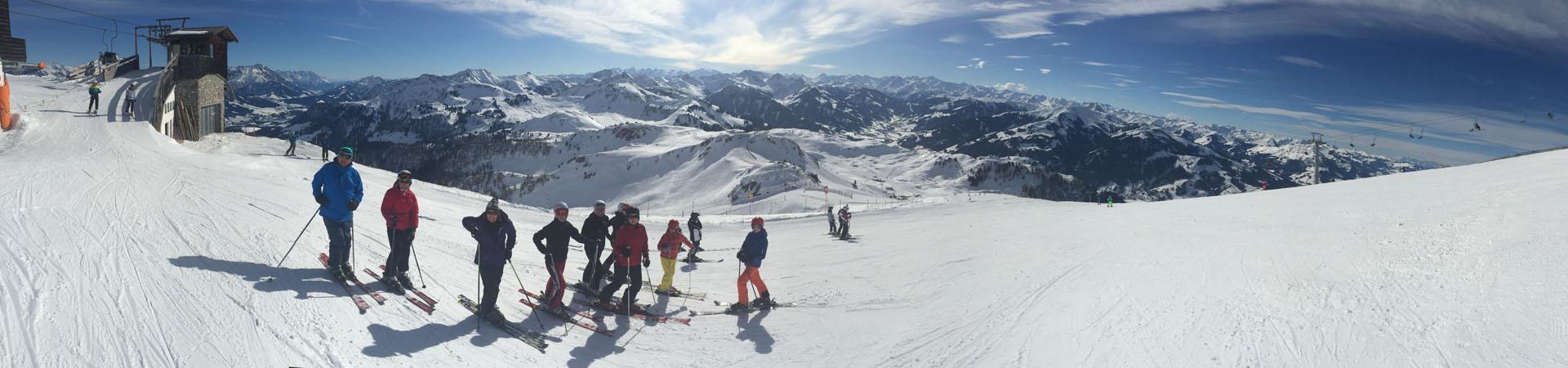 Naše skupinka na úbočí Kitzbüheler Hornu, za chvilku sjedeme do Raintalu